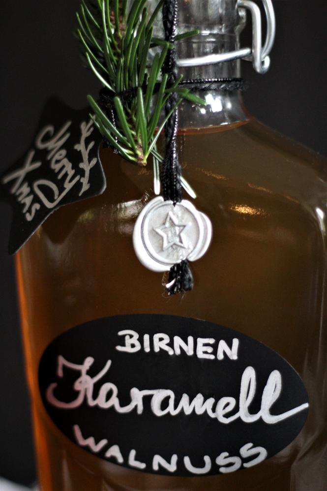 Karamell-Walnuss-Birnen-Likör - Flaschen weihnachtlich beschriften / Mo'Beads / Monika Thiede