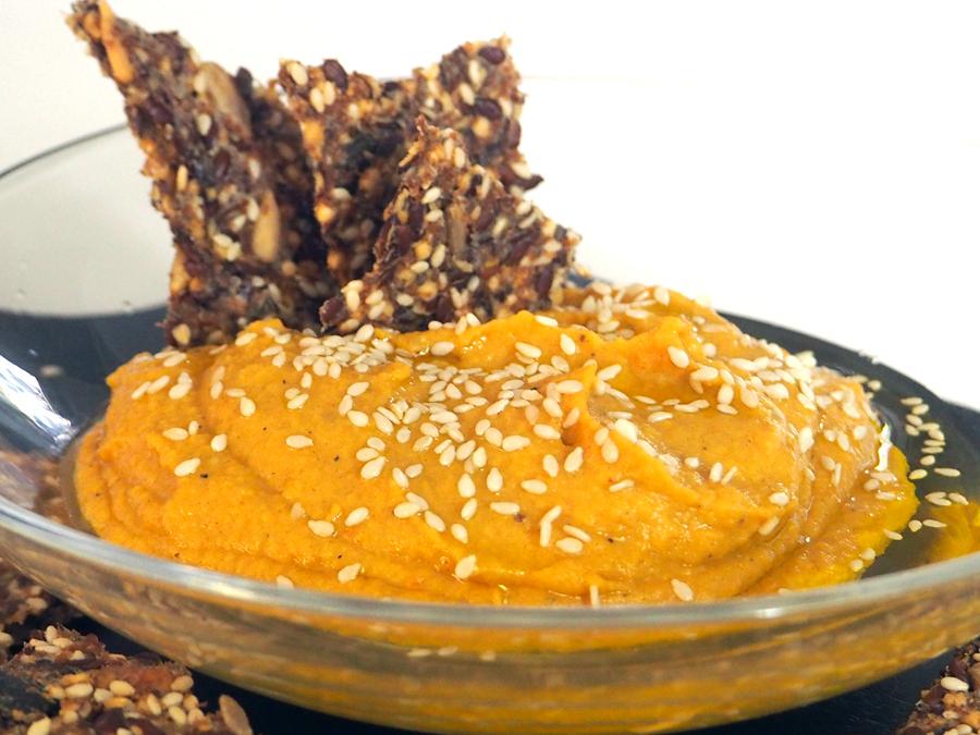 Aprikosen-Hummus und Cracker selbstgemacht