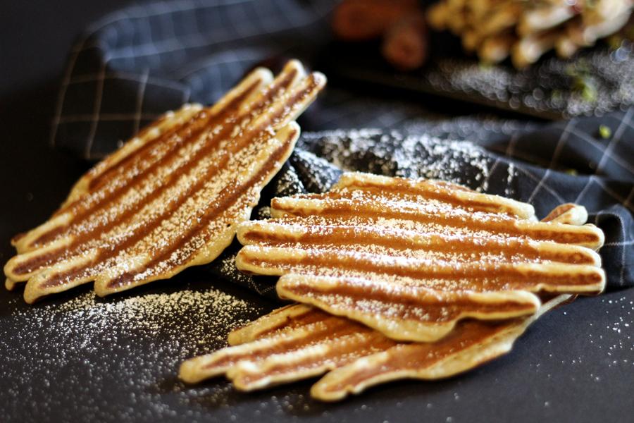 Glutenfreie Waffeln mit Feigen-Dattel Kompott